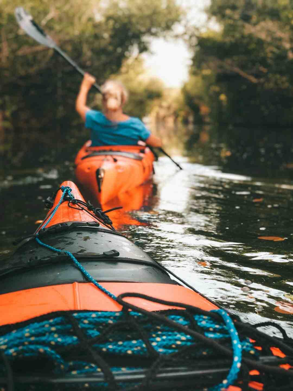 Comment Est-on assis dans un kayak ?
