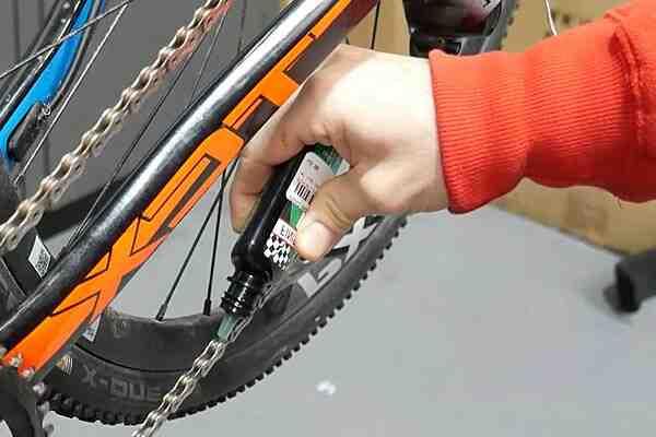 Comment graisser une chaîne de vélo rouillée ?